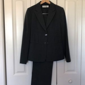 Tahari gray pant suit